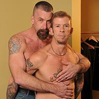 Duo de vieux gays tatoués en bareback !
