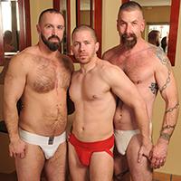 Un bon trio gay senior dans une touze mec ultra chaude !