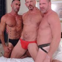 Vieux gay seniors défonce bareback un mature gay pervers