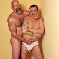 Video bite vieux gay : plan cul gay bareback entre seniors homo !