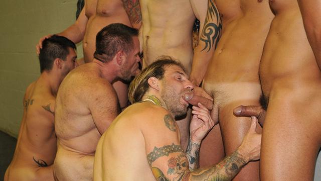 Touze gay dans un jaccuzi: 1 passif se prend deux queues à lui tout seul !