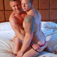 Vieux gays video : fellation et sodomie pour seniors homos !