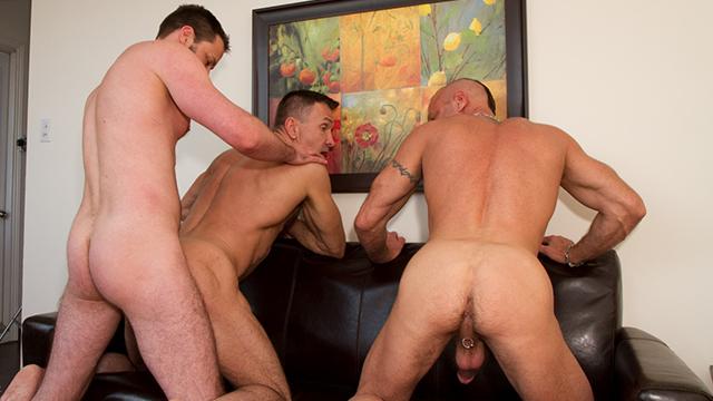 Trio de vieux gays dans une touze mec hardcore !