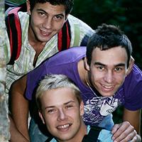 Trio de minets gays en bareback un mercredi après midi !