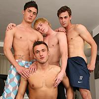 Partouze bareback pour un jeune blond gay et 3 autres minets !